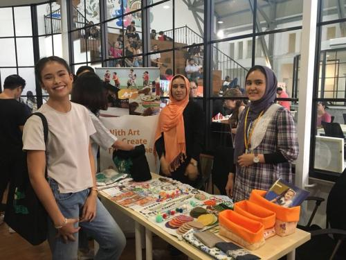 Sunday Market with HELP for Refugees